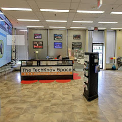 Spacious Techknow Space Store in Mississauga