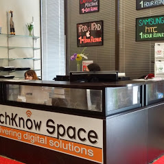 Well Organized Help Desk at Techknow Space Mississauga Store